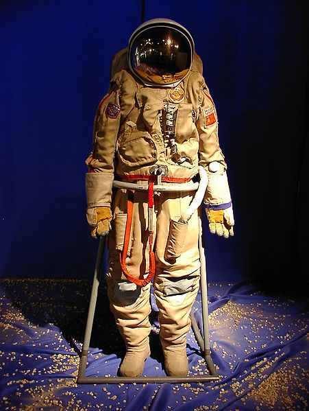 451px-Russian_space_suit_3